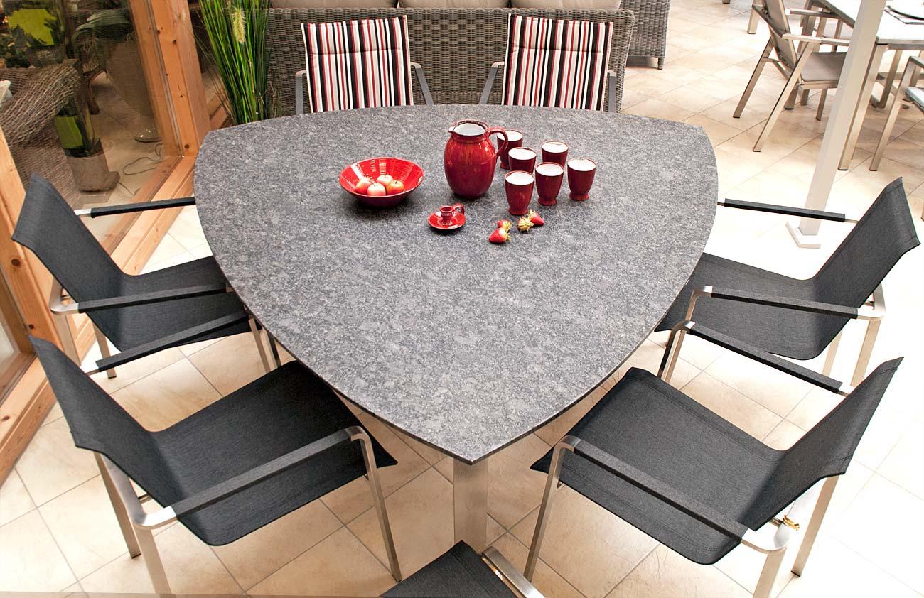 Dreieckiger Tisch Aus Edelstahl Und Granit Für 6 Personen Galerie